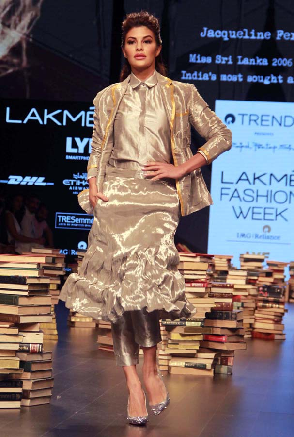Mumbai : Bollywood actress Jacqueline Fernandez displaying creation of Reliance Trend present Rajesh Pratap Singh during Lakme Fashion Week Winter Festive 2016 in Mumbai on Friday evening. Photo Girish Srivastav/27.08.2016